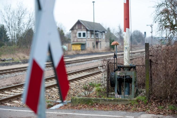 Beschrankter Bahnübergang am Stellwerk Wriezen