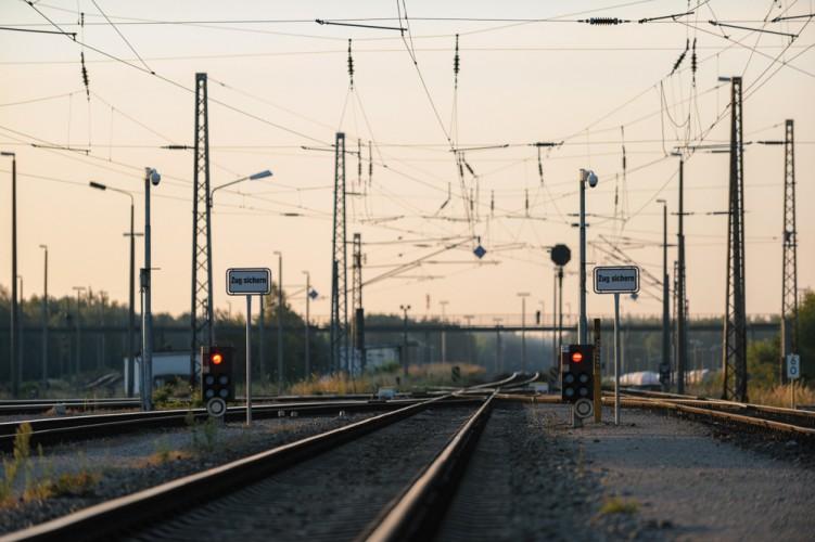 Rotes Haltesignal auf dem Güterbahnhof Stendell, Brandenburg