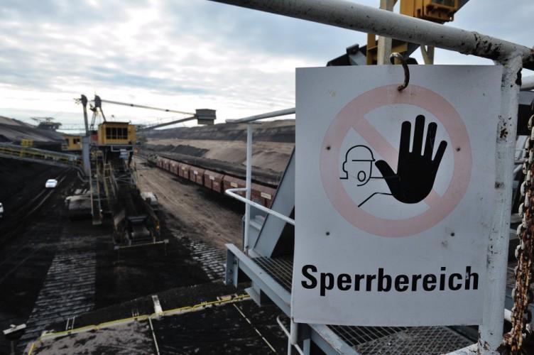 Sperrbereich am Kohle-Förderband im Tagebau Cottbus-Nord