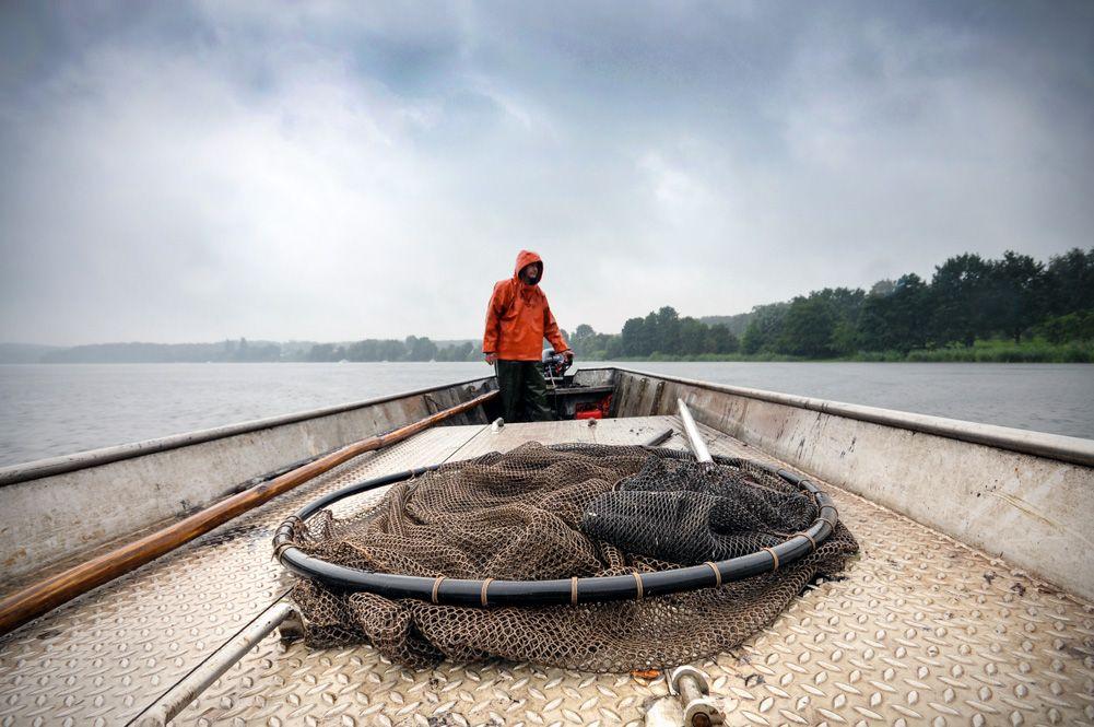 Fischer auf dem Krampnitzsee bei Potsdam / Reportagefotografie