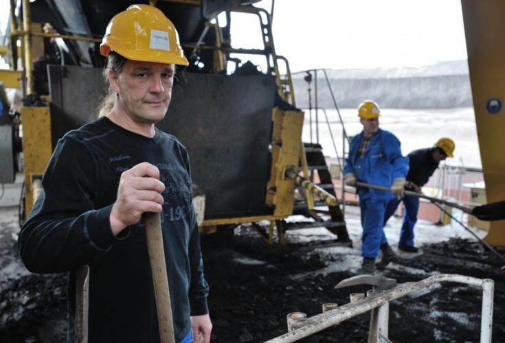 Baggerfahrer Jörg Bahr greift zur Schaufel