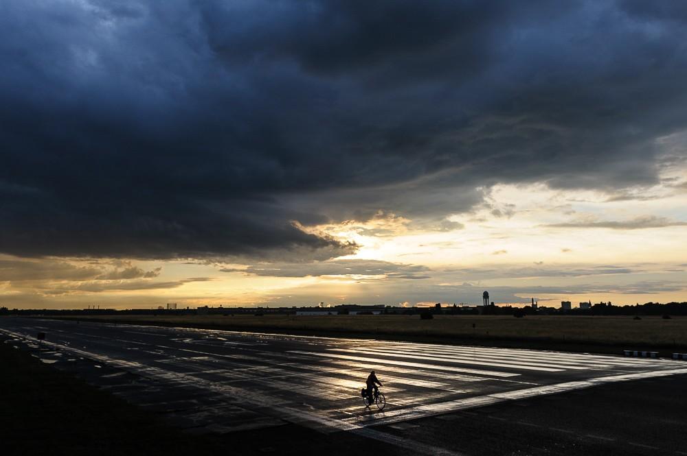 Unwetter über dem Tempelhofer Feld, Berlin