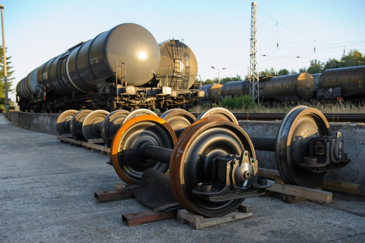 Auf dem Güterbahnhof Stendell stehen Waggonräder für Kesselwagen zum Austausch bereit