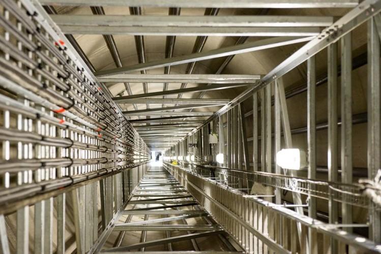 Blick in den Fahrstuhlschacht einer Windkraftanlage Windpark-Baustelle bei Wahlsdorf