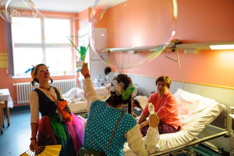Potsdamer Klinikclowns auf der Palliativstation des Krankenhauses Beeskow
