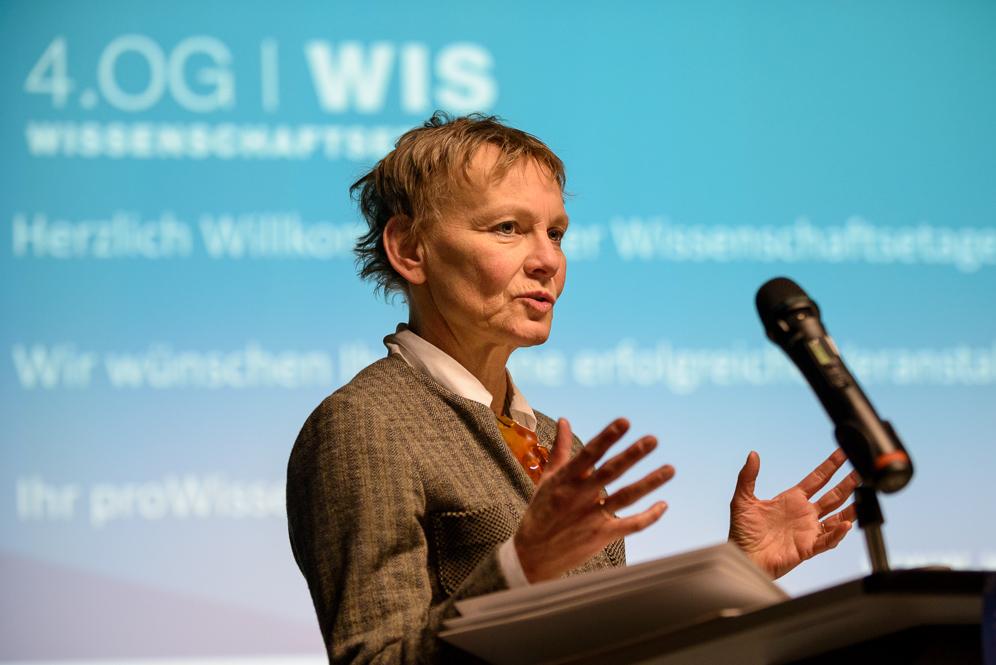 Die Brandenburgische Wissenschaftsministerin Sabine Kunst bei einer Rede in Potsdam