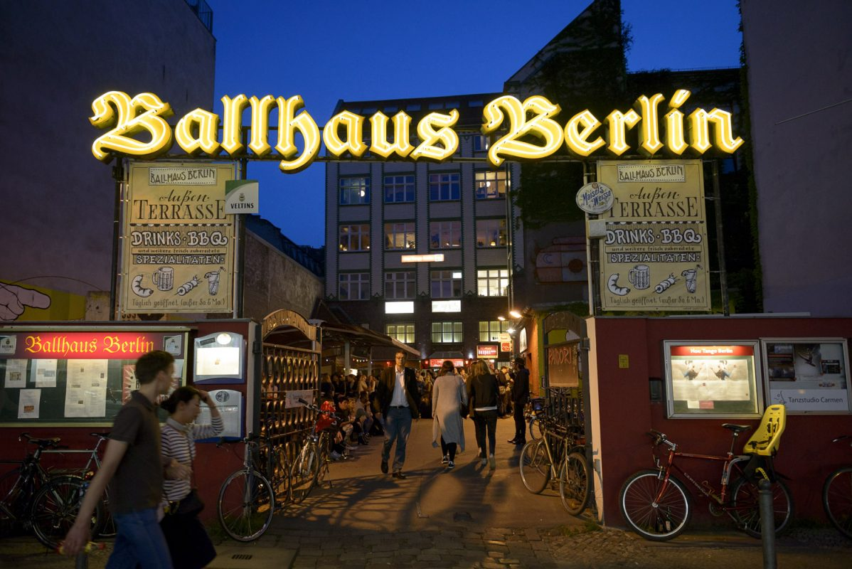 das ballhaus berlin neue heimat der kult kneipe alt berlin sebastian h hn photography. Black Bedroom Furniture Sets. Home Design Ideas
